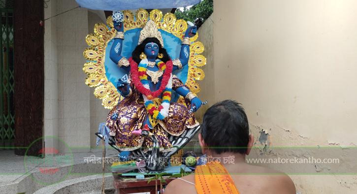 নাটোর জয়কালীমাতার মন্দির প্রাঙ্গনে বারঠাকুরের পূজা অনুষ্ঠিত